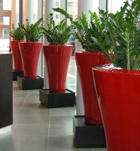 Les pots serralunga mettent de la couleur dans votre ext rieur jardinchic le blog - Le mas des pots rouges ...