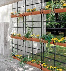 Des jardini res suspendues pour des plantes en apesanteur - Plante a suspendre exterieur ...