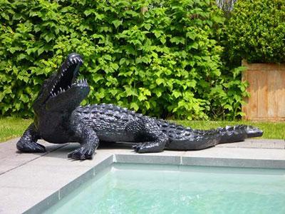 Tendances animales dans le jardin adoptez la zoo chic for Attaque de crocodile dans une piscine