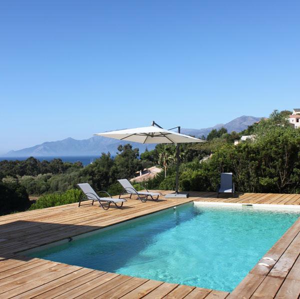 Pr sentation d une piscine en b ton monobloc jardinchic for Piscine monobloc